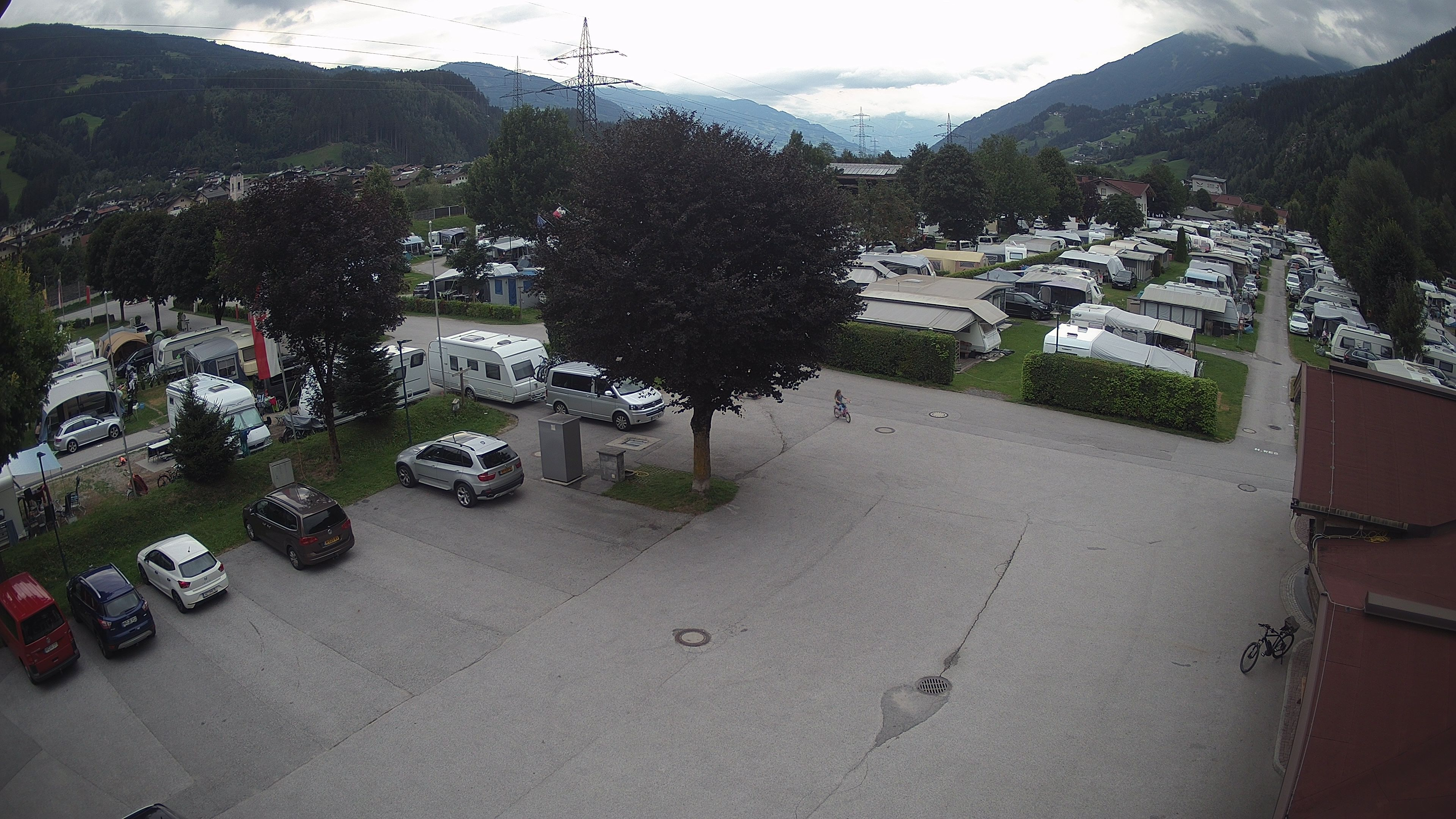 https://www.camping-zillertal.at/webcam/webcam/upload/parkplatz_TIMING